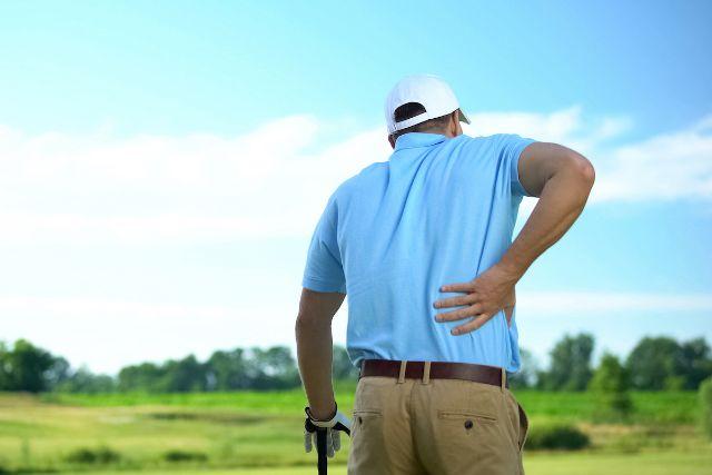 ゴルフ中に腰が痛む人